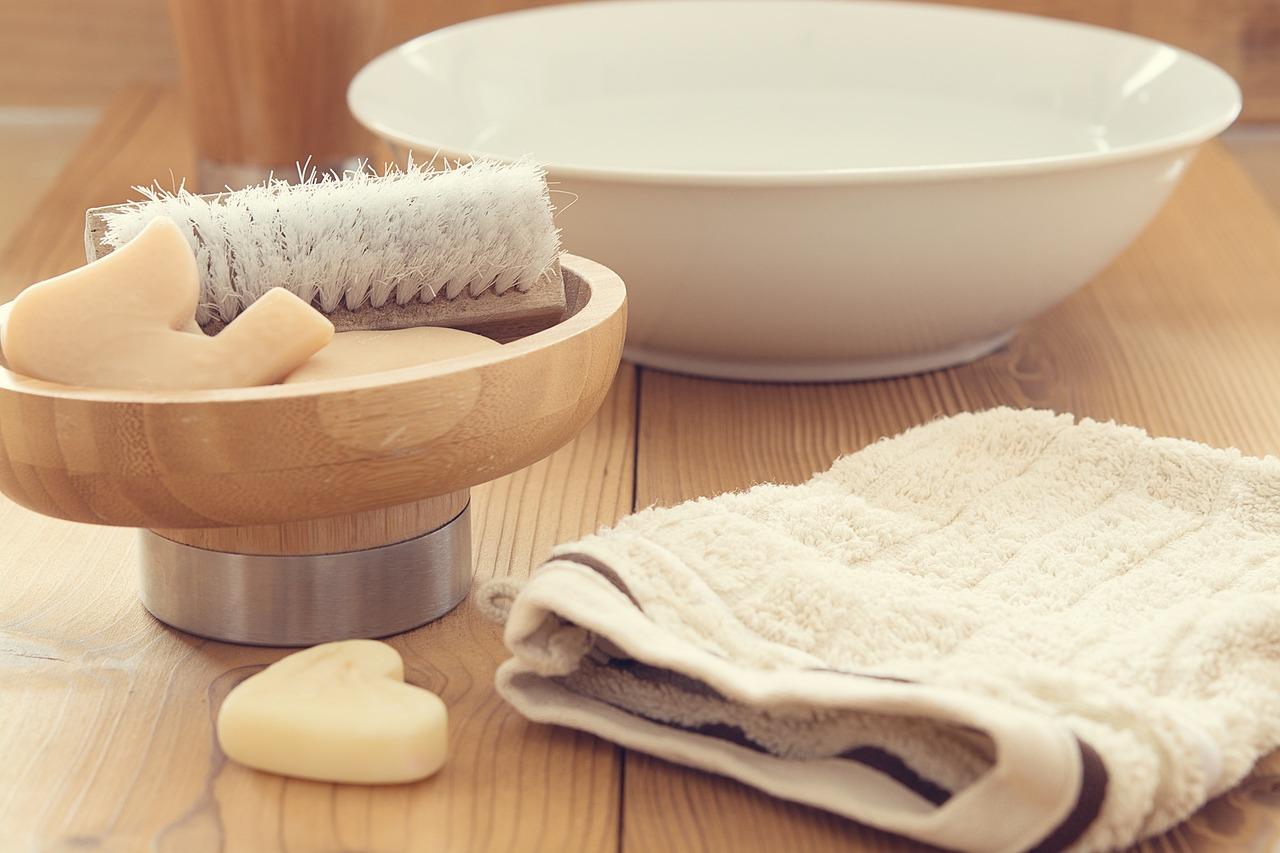 Jak wybrać szczotkę do masażu na sucho?